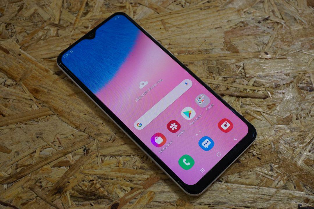 Samsung A30S mobiltelefon